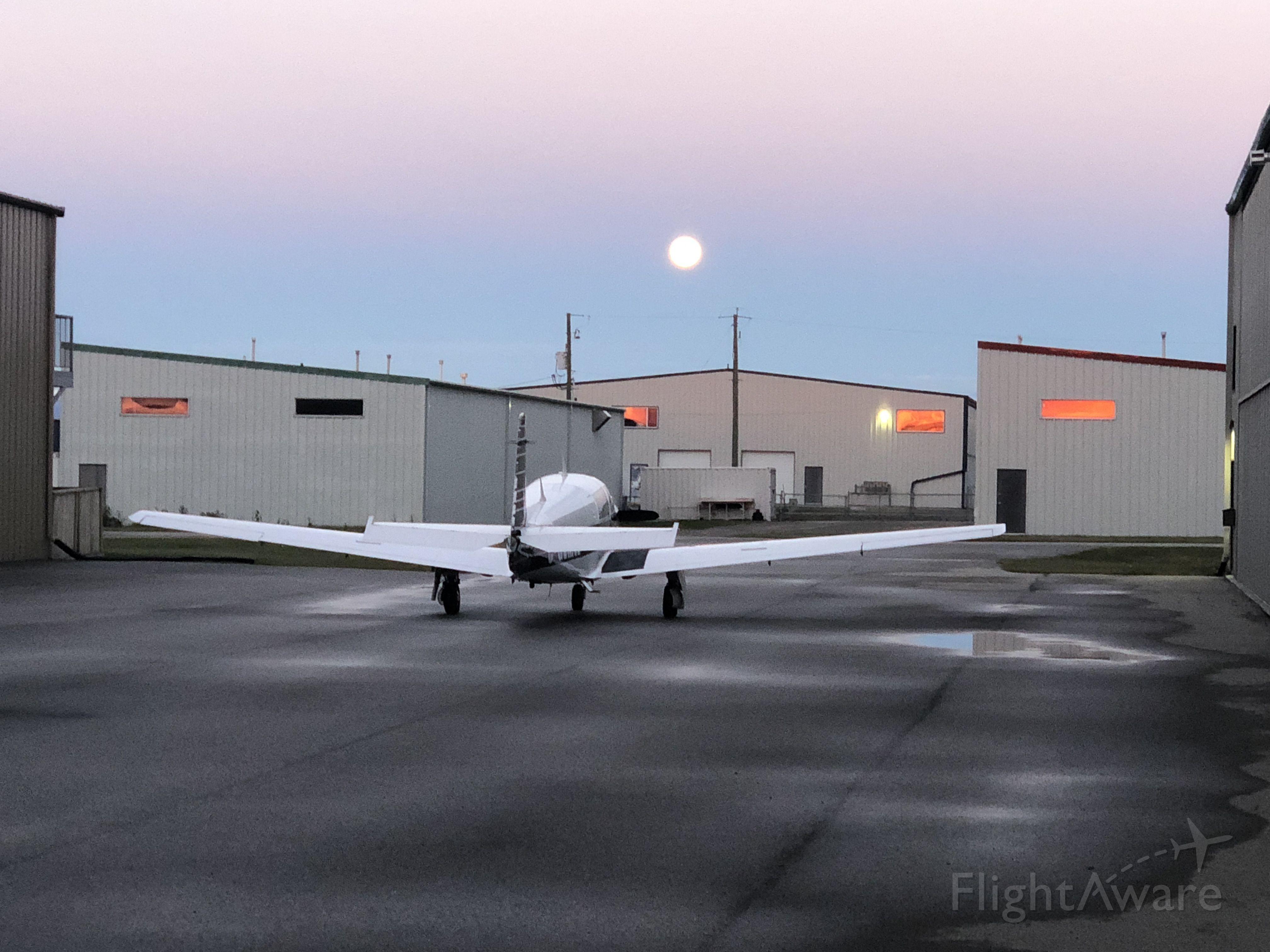Mooney M-20 Turbo (C-GVMW) - Early morning departure