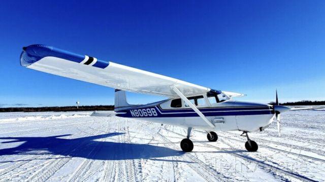 Cessna Skyhawk — - Cool day.