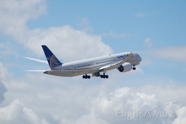 Boeing 787-9 Dreamliner (N19951) - This girl flies the longest dreamliner route to and from Melbourne and LAX daily.