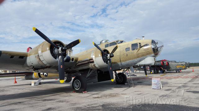 Boeing B-17 Flying Fortress — - B17