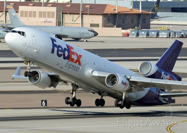 Boeing MD-11 (N587FE)