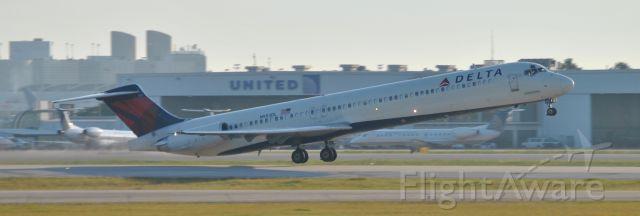 McDonnell Douglas MD-88 (N953DL)