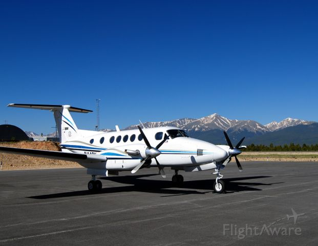 Beechcraft Super King Air 200 (N442KA) - A wonderful example of how clear and crisp the sky is at 10,000 at the Leadville-Lake County Airport.