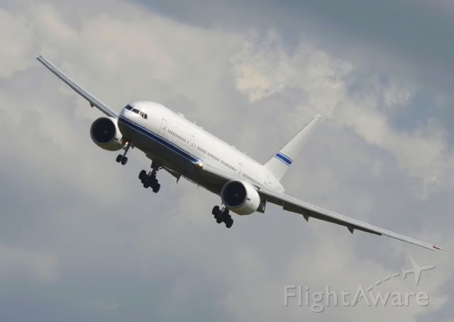 Boeing 777-200 (N777AS) - Mid East Jet<br />Landing 25