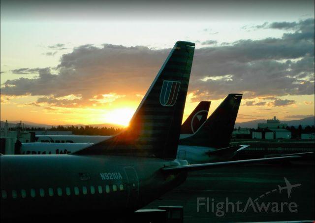Boeing 737-500 (N921UA) - Wayback when United