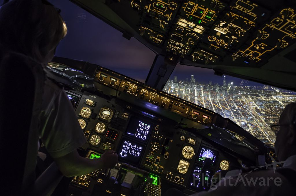 Boeing 757-200 — - Approach over Chicago