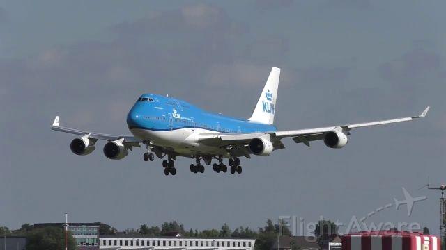 Boeing 747-400 (PH-BFT) - final approach R24