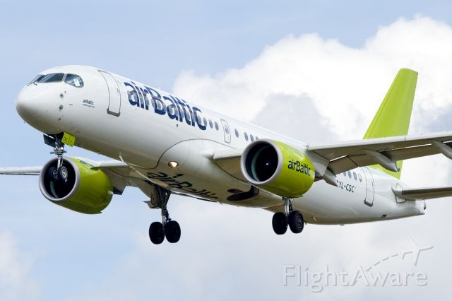 Airbus A220-300 (YL-CSC)