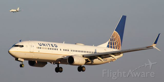 Boeing 737-800 (N76529) - A picture of a parallel landing on the 33s at BWI.