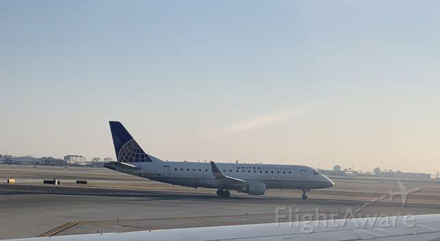 Embraer 175 (N722YX)