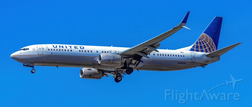 Boeing 737-900 (N38454) - N38454 United Airlines Boeing 737-924ER s/n 31640 - Las Vegas - McCarran International Airport (LAS / KLAS)<br />USA - Nevada April 30, 2021<br />Photo: Tomás Del Coro