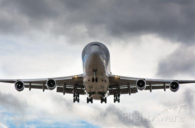 Boeing 747-400 (N718BA)
