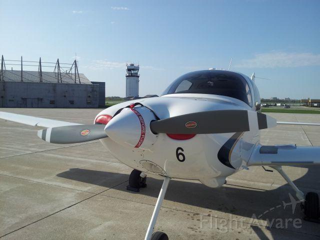 Cirrus SR-20 (N586PU)
