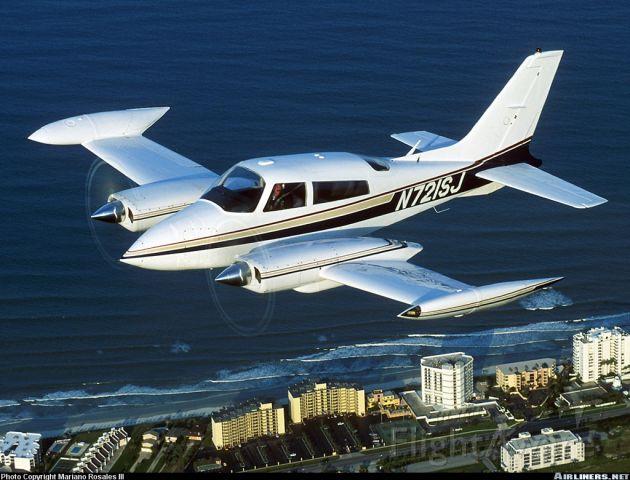 Cessna 310 (N721SJ)