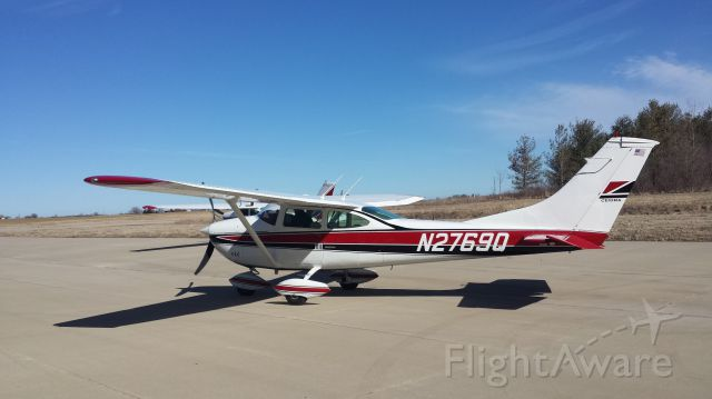 Cessna Skylane (N2769Q) - Just after new paint job