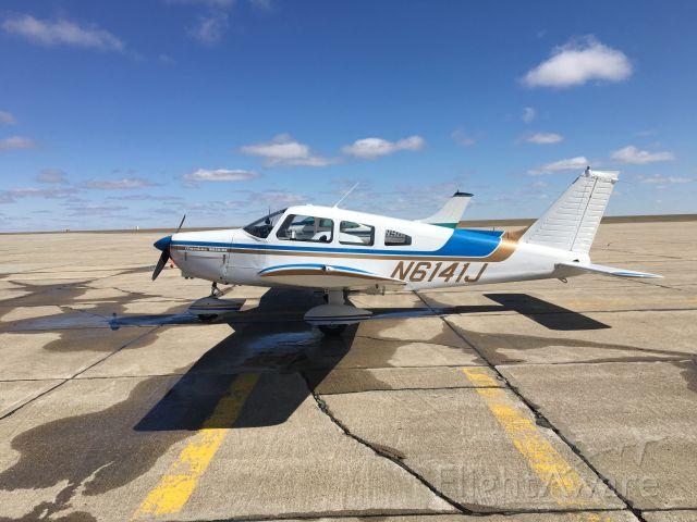 Piper Cherokee (N6141J)