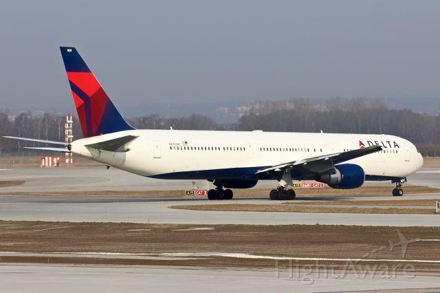BOEING 767-400 (N843MH)