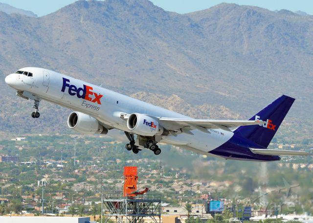 Boeing 757-200 (N784FD)