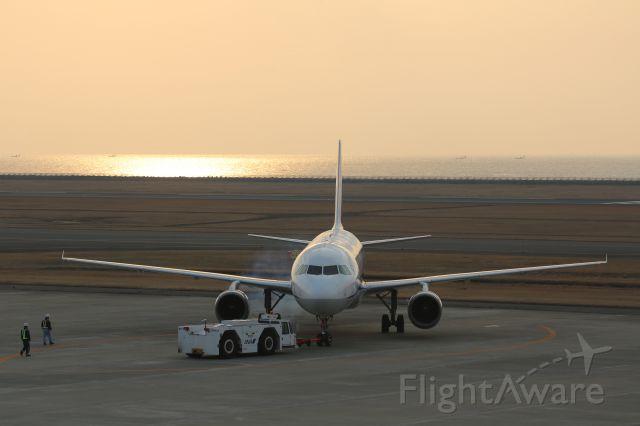 Airbus A320 (JA8400)