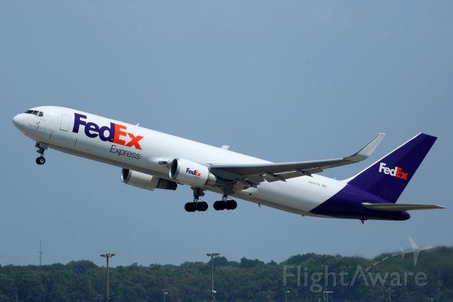 BOEING 767-300 (N297FE)