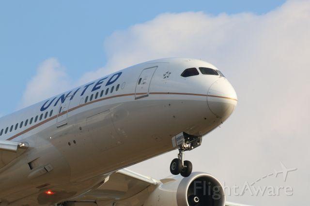 Boeing 787-8 (N27903) - Arriving at KIAH R27.