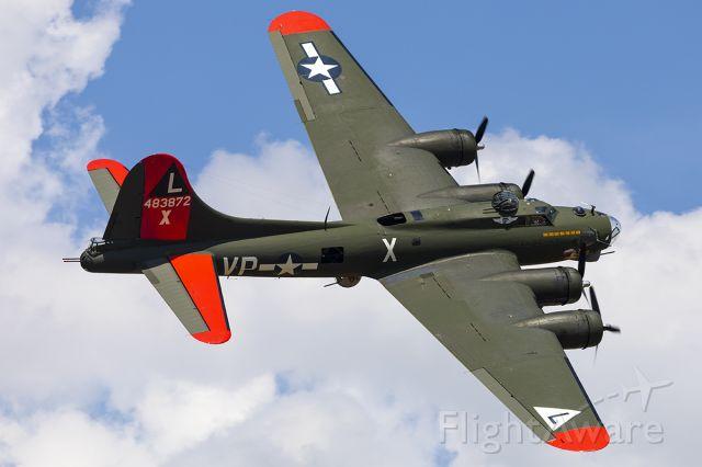 Boeing B-17 Flying Fortress (N7227C)