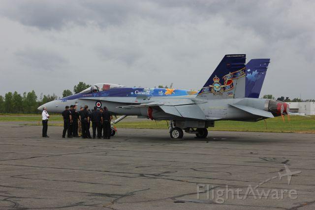 18-8761 — - Spectacle aérien aéroport des cantons Bromont QC CZBM 16-08-2014 CF-18 RCAF