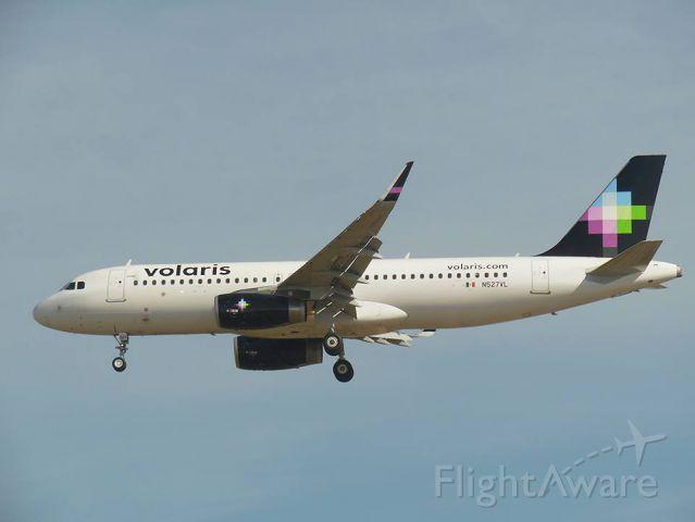 Airbus A320 (N527VL)