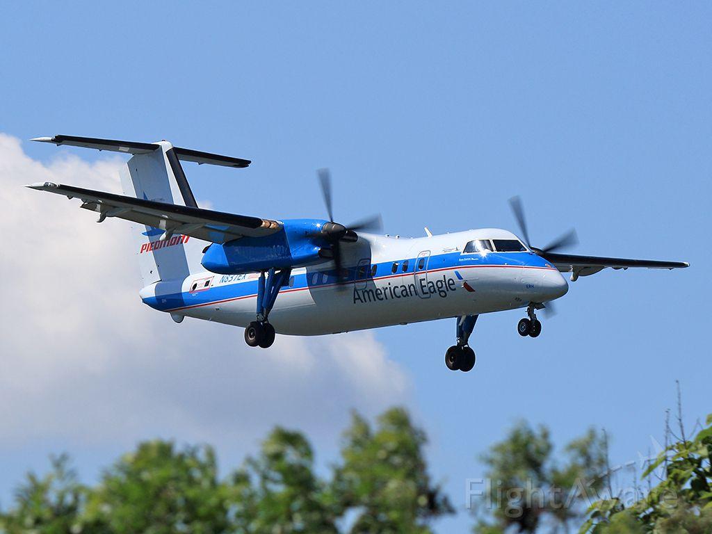 de Havilland Dash 8-200 (N837EX)