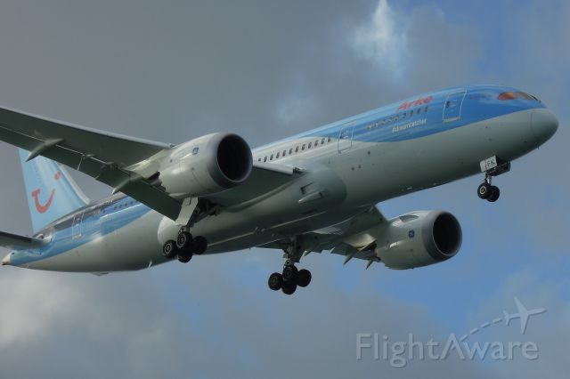 Boeing Dreamliner (Srs.8) (PH-TFK) - On approach to Flamingo International Airport in Bonaire