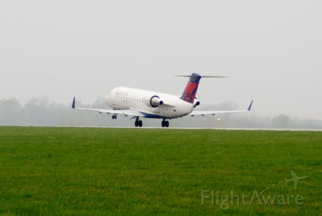 Canadair Regional Jet CRJ-200 (N8965E) - Taking off runway 23 from Des Moines, Iowa to Detroit, Michigan.