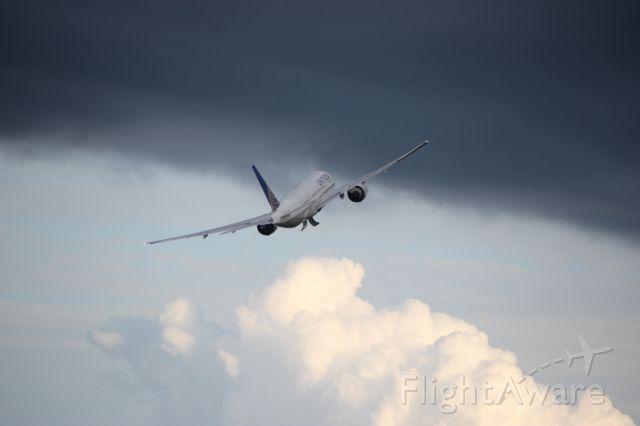 Boeing 777-200 (N78801)