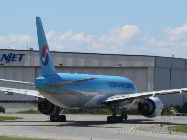 BOEING 777-200LR (HL8252)