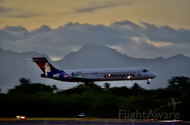Boeing 717-200 (N483HA) - On final at sunset.