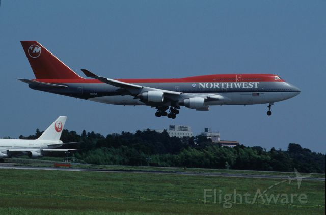 Boeing 747-400 (N662US) - Short Final at Narita Intl Airport Rwy16R on 1995/08/14