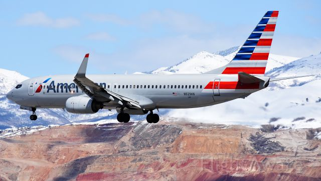 Boeing 737-800 (N929AN)