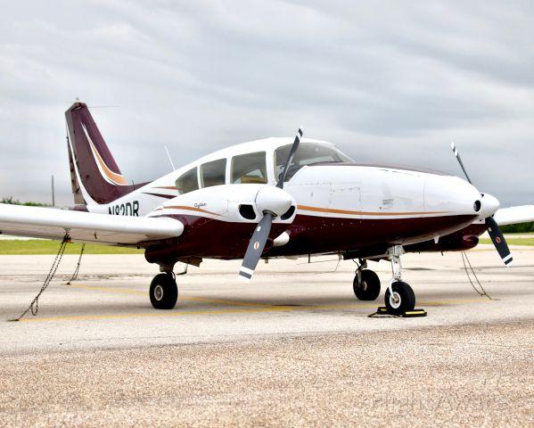 Piper Apache (N82DR)