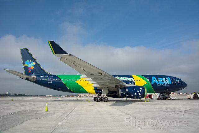 """Airbus A330-200 (PR-AIV) - """"Flag Ship"""" designed by Gianfranco """"Panda"""" Beting, Azul"""