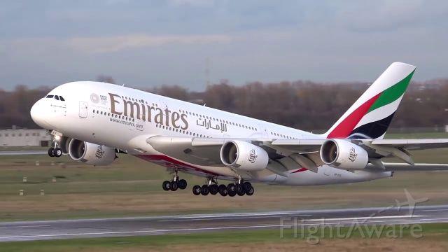 Airbus A380-800 (A6-EEX)