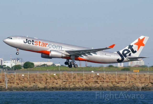 Airbus A330-200 (VH-EBQ)