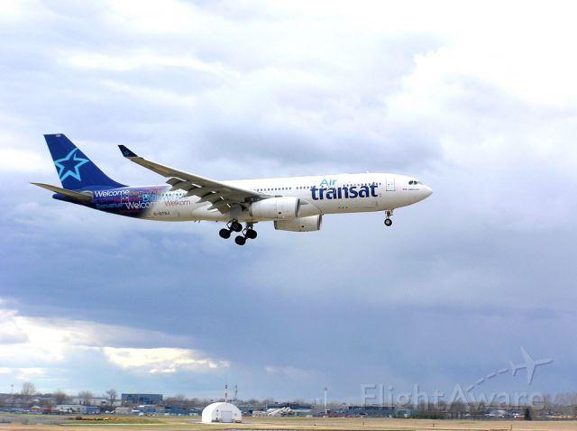 Airbus A330-200 (C-GTSJ) - Landing 06L - April 27, 2014