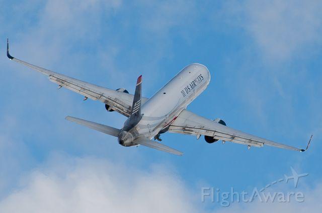 Boeing 757-200 (N937UW)