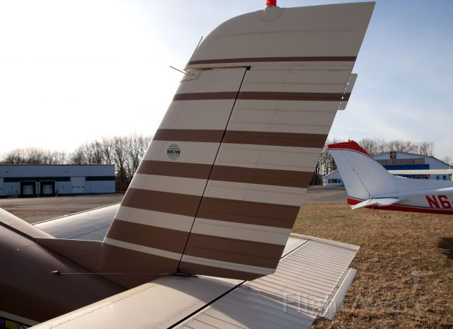 N333RA — - Note the trim tab only on the right side of the horizontal stibilizer.