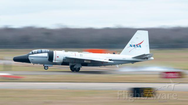 Martin WB-57 (N927NA) - WB-57F N927NA smokes its mains on its full stop 3/2/2021
