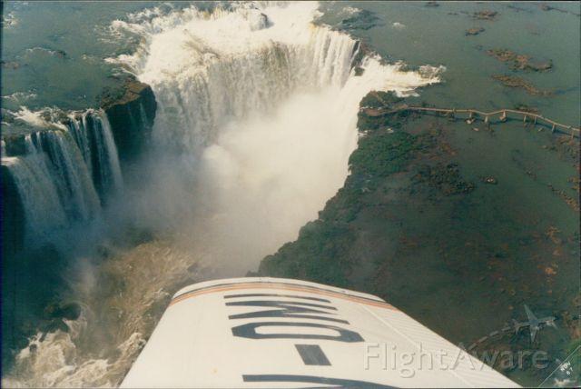 Piper Cherokee (LV-OMI) - Flying over Iguazu Falls (1987)
