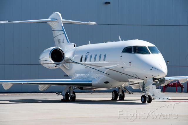 Bombardier Challenger 300 (N717JJ)