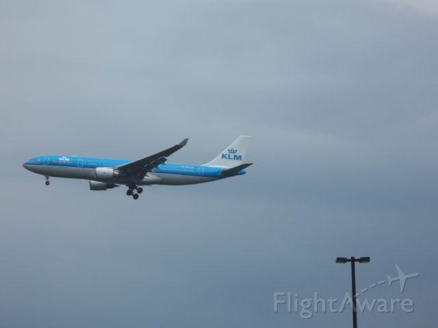 Boeing 777-200 — - KLM Airlines 777-200 landing at Dulles International Airport.