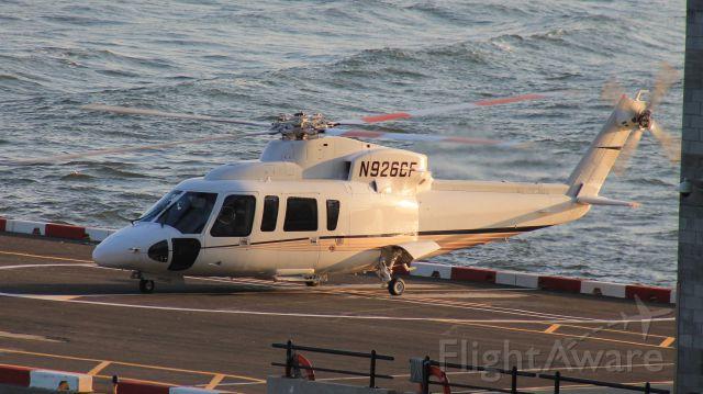 Sikorsky S-76 (N926CF)