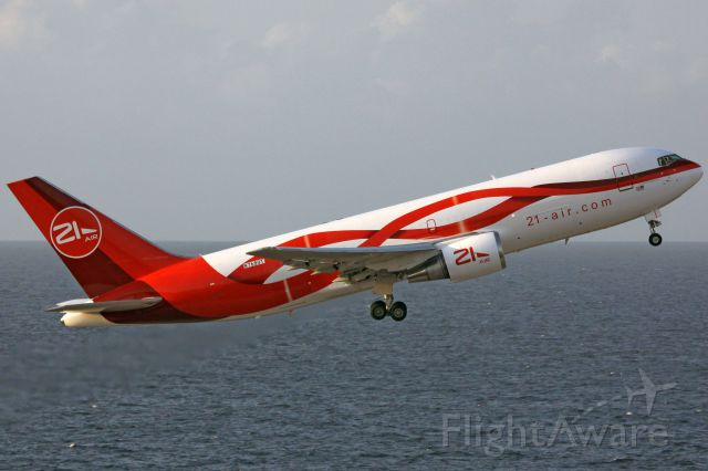 BOEING 767-200 (N768QT)