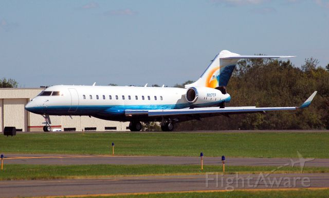 Bombardier Global Express (N117TF) - Arriving OXC